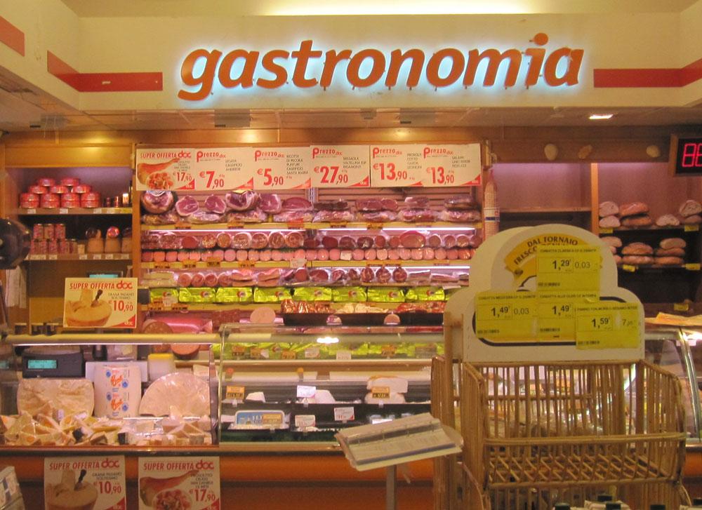 Ambientazione interna reparto gastronomia Lettere scatolate luminose