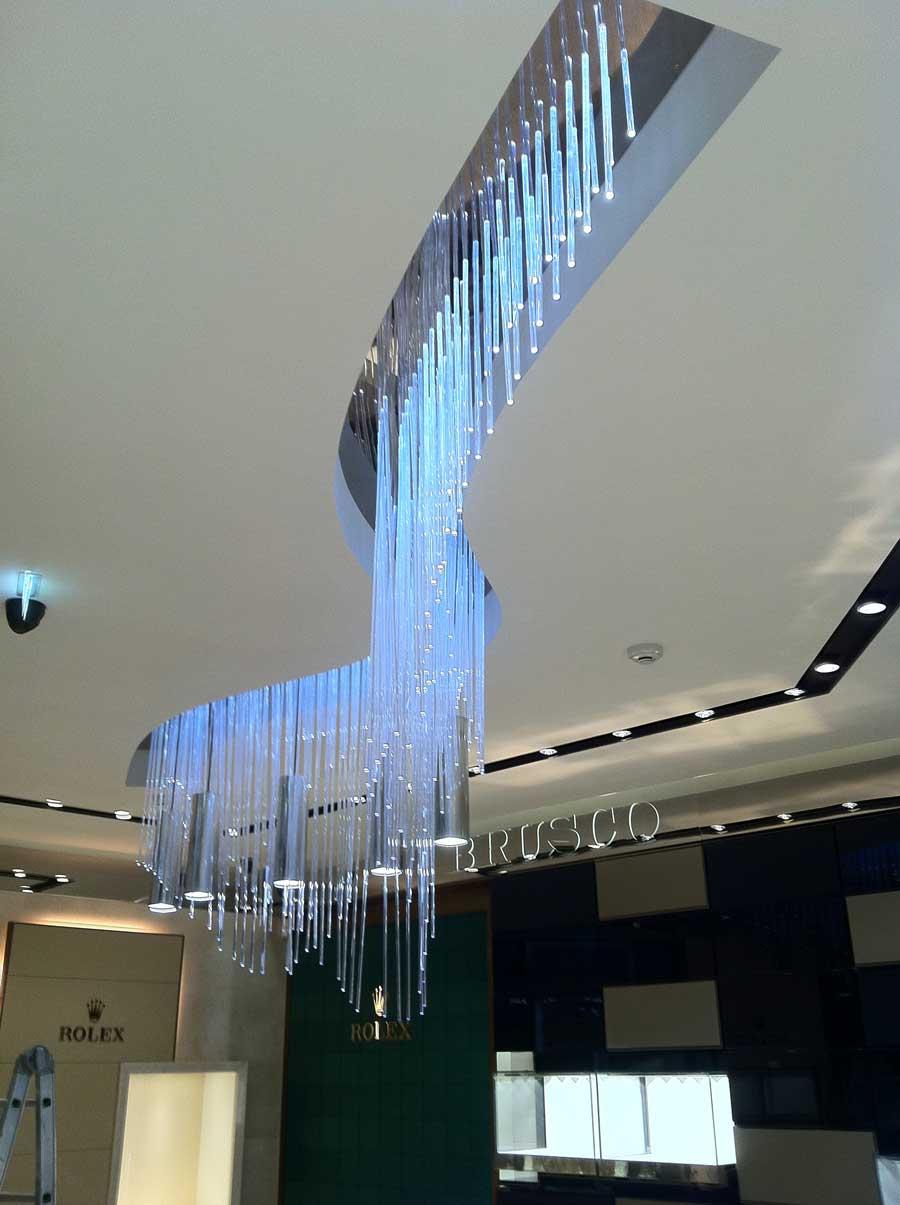 Chandelier – lampadario custom realizzato in barre perspex e microled di potenza