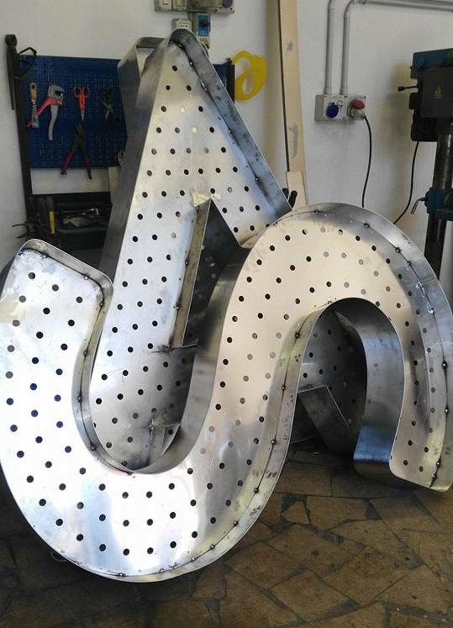 Spot Bulgari – It's a FESTA – lettere alluminio scatolato